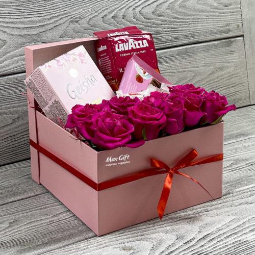 Подарочный набор с цветами «Женский день»