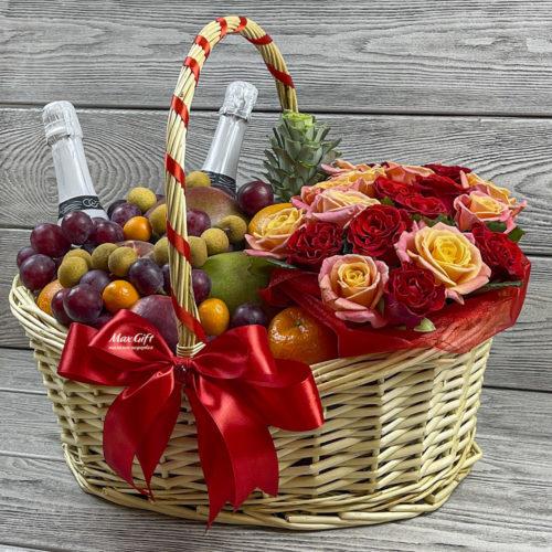 Фруктовая корзина с цветами «Женское счастье»