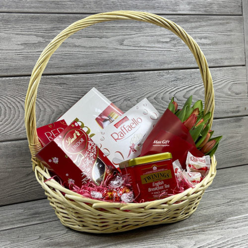 Подарочная корзина с цветами «Для милых дам»