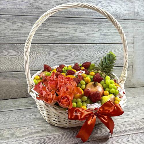Фруктовая корзина с цветами «Цветочный гранат»