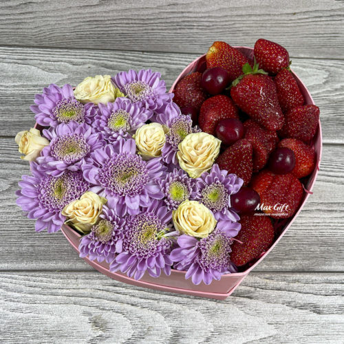 Цветочная композиция с ягодами «Сияние»