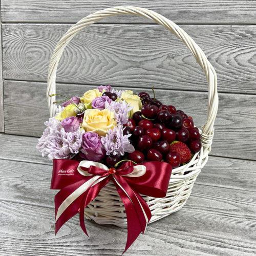 Ягодная корзина с цветами «Ягодная хризантемка»