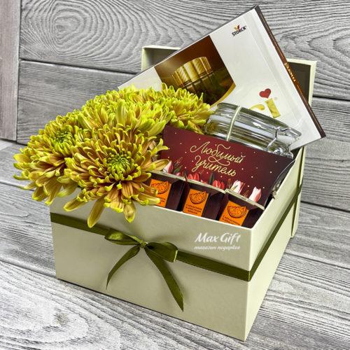 Подарочный набор с цветами «Любимому учителю»