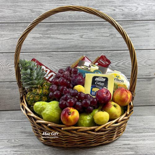 Подарочная корзина с фруктами «Угощение»