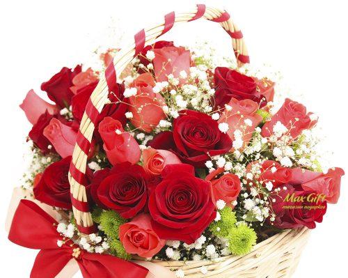"""Подарочная корзина с цветами """"Поцелуй"""""""