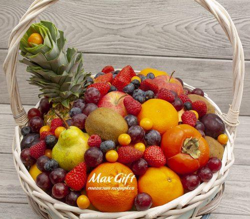 """Фруктовая корзина с ягодами """"Витаминки"""""""