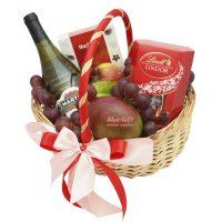 """Подарочная корзина с фруктами """"Влюблённость"""""""