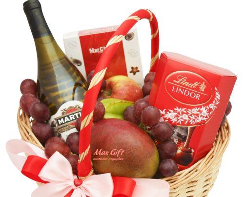 """Подарочную корзина с фруктами """"Влюблённость"""""""