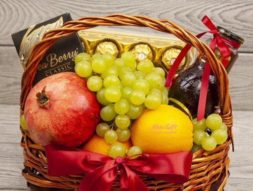 Подарочная корзина с фруктами «Гранатовый браслет»