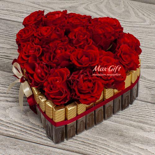 Торт из конфет с цветами «Сердечко»