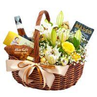 Подарочная корзина с цветами «Французский завтрак»