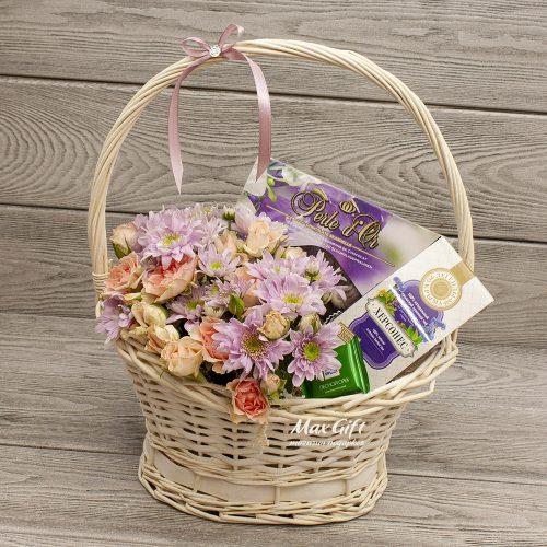 Подарочная корзина с цветами «Херсонес»