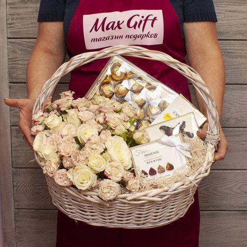 Подарочная корзина с цветами «Свадебная»