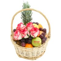 """Купить фруктовую корзину с цветами """"Frutti"""""""