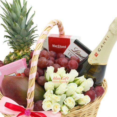 Подарочная корзина с фруктами и цветами «Розочка»