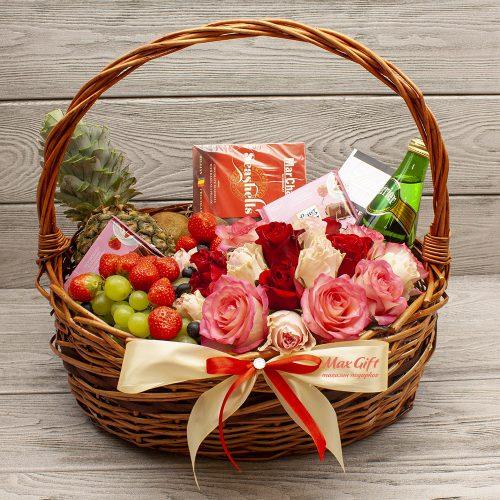 Корзина с цветами и фруктами «Сокровенная мечта»