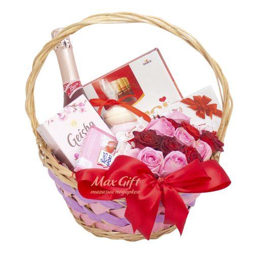 Подарочная корзина с цветами «Подарок любимой»