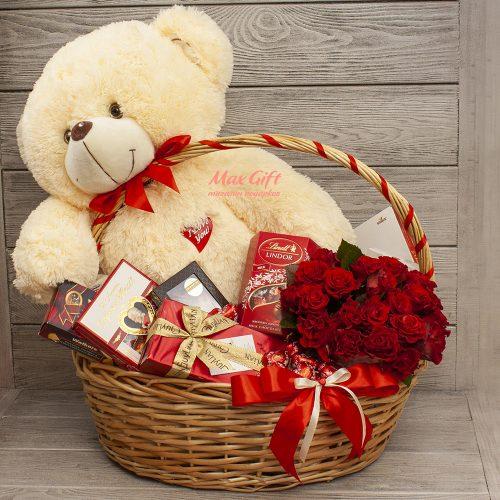 Подарочная корзина «Любимой сладкоежке»