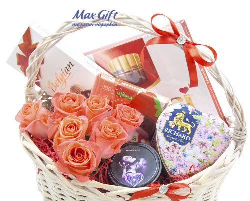 Подарочная корзина с цветами «Искушение»