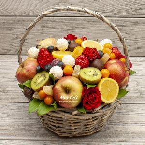 Фруктовая композиция с цветами «Сладкая жизнь»
