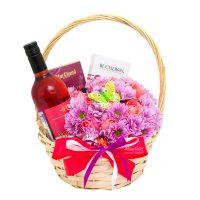 Подарочная корзина с цветами «Летний вечер»