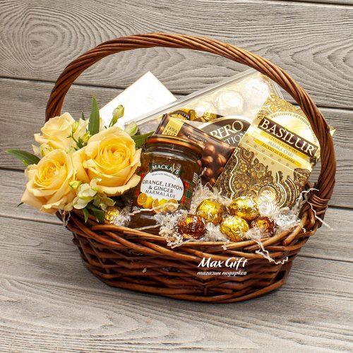 Подарочная корзина с цветами «Чайная роза»