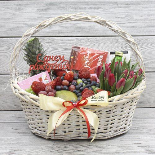 Подарочная корзина с фруктами и цветами «Весенняя мечта»
