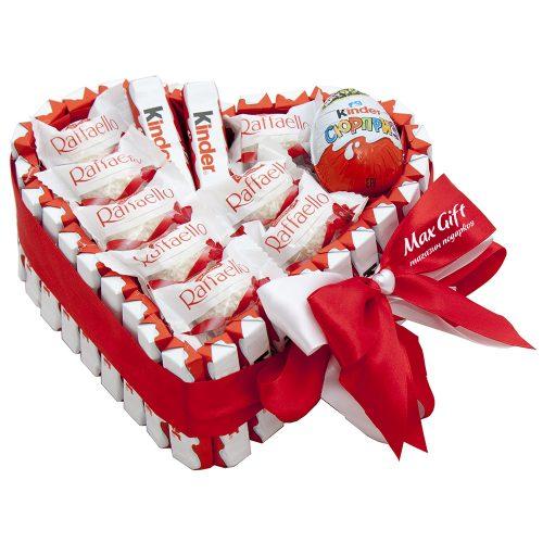 """Торт из конфет Киндер Сюрприз """"От всего сердца"""""""