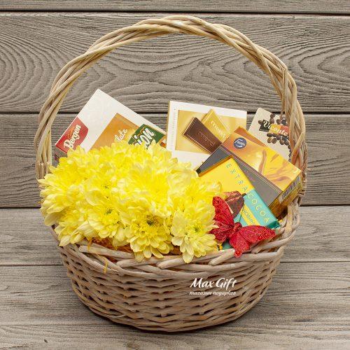 Подарочная корзина с цветами «Бенальмандена»