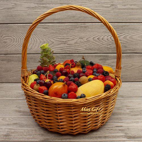 """Фруктовая корзина с ягодами """"Фруктовое ассорти"""""""