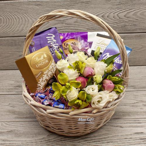 Подарочная корзина с цветами «Ароматное утро»