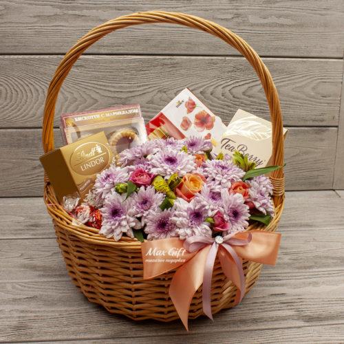 Подарочная корзина с цветами «Кружевной мотив»
