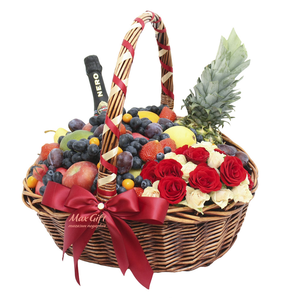 """Фруктовая корзина с цветами и ягодами """"Розовое счастье"""""""