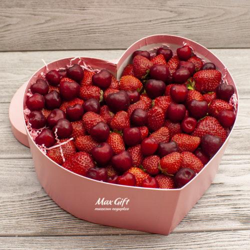 Композиция с ягодами «Магия вкуса»