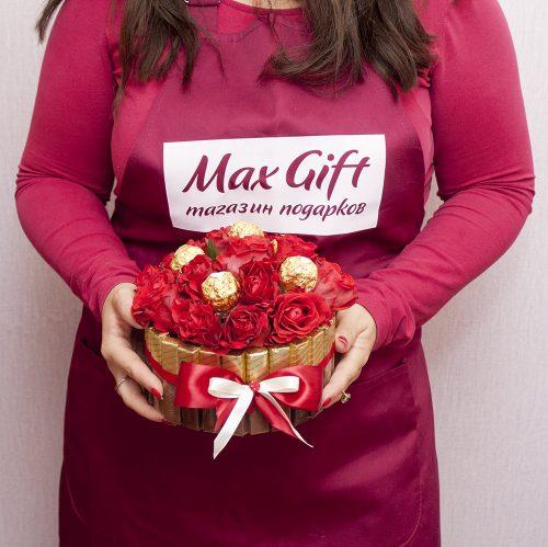 Торт из конфет с цветами «Розочка