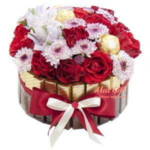 Торт из конфет с цветами «Цветочная клумба»