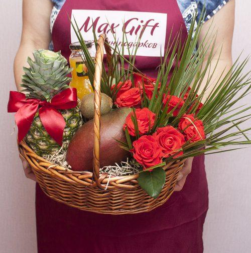 Подарочная корзина с цветами «Пальмовая симфония»