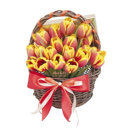 Подарочная корзина с цветами «Тюльпанчики»