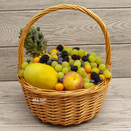 Фруктовая корзина с ягодами «Солнечный день»