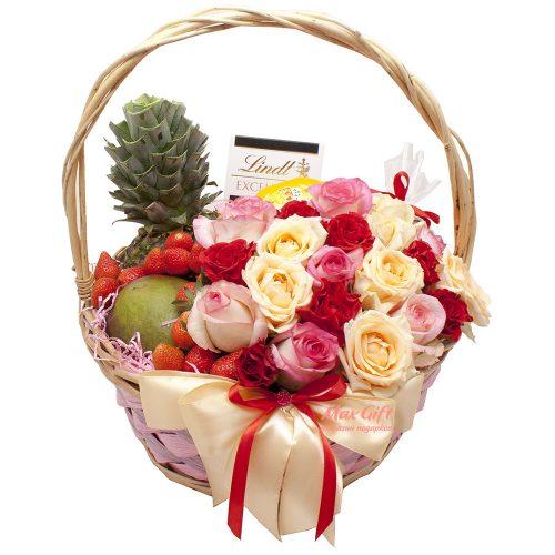 Подарочная корзина с цветами и фруктами «Розовая долина»