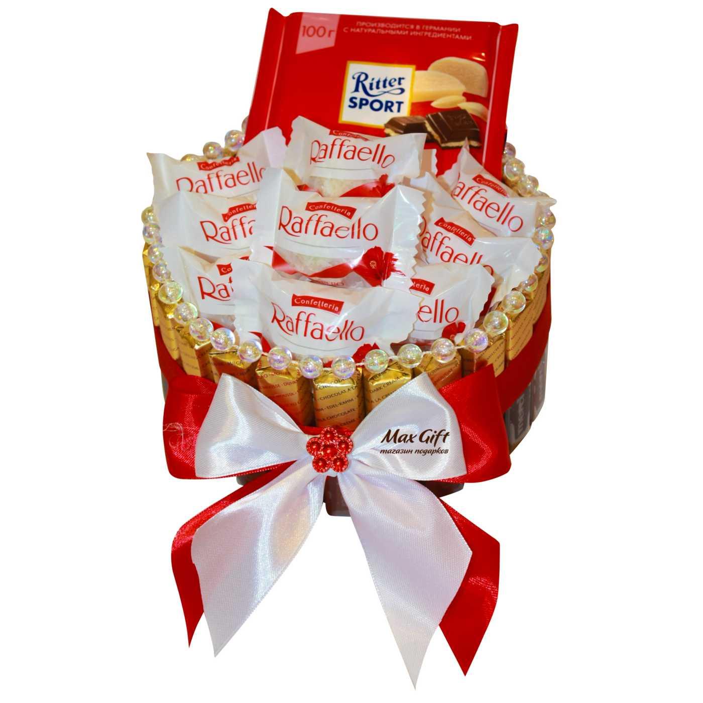 """Торт из конфет """"Рафаэлло"""""""