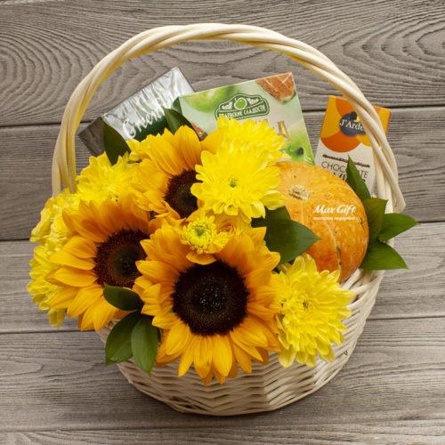 Подарочная корзина с фруктами и цветами «1 сентября»