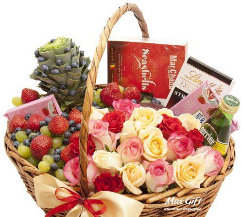 Подарочная корзина с цветами и фруктами «Сокровенная мечта»