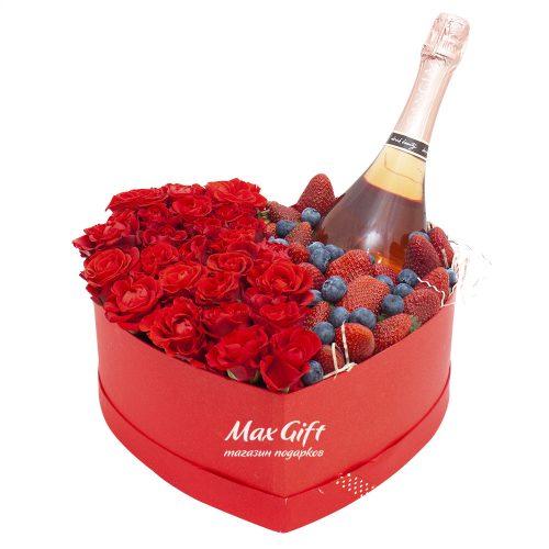 Композиция с цветами и ягодами «Страстная сальса»