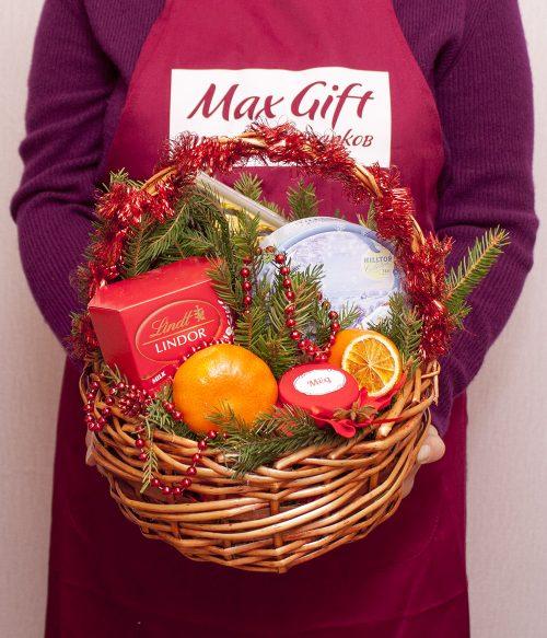 Подарочная корзина с фруктами «Новогодняя сказка»