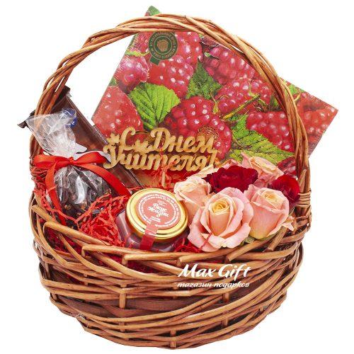 """Подарочная корзина с цветами """"Фруже"""""""