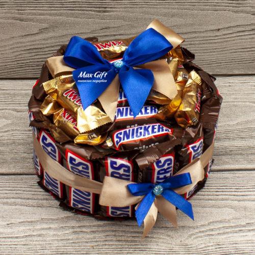 """Торт из конфет """"Snickers"""""""