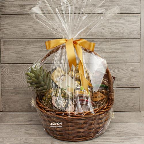 Подарочная корзина с фруктами «Чёрный кабан»