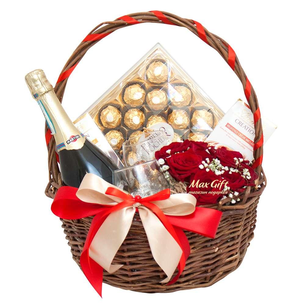 Подарочная корзина с цветами «Романтический вечер»
