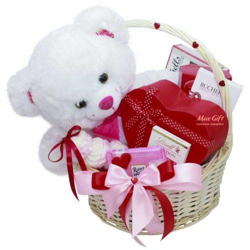"""Подарочная корзина """"Любимой сладкоежке"""""""